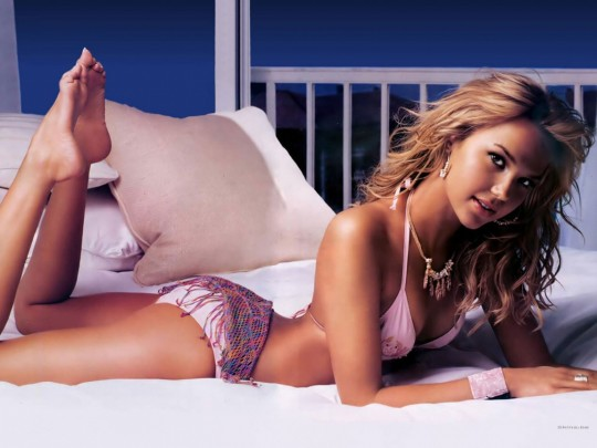 arielle-kebbel-wallpapers_3140_1152