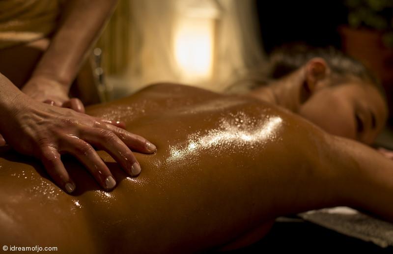 Nude lesbian massage