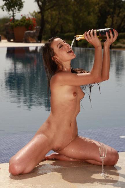 VivThomas_Champagne-Supanova_Lorena-Garcia_low_0115